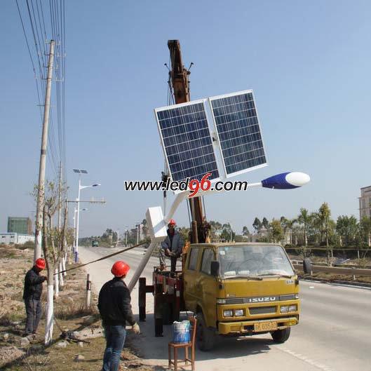 太阳能LED路灯灯杆安装图